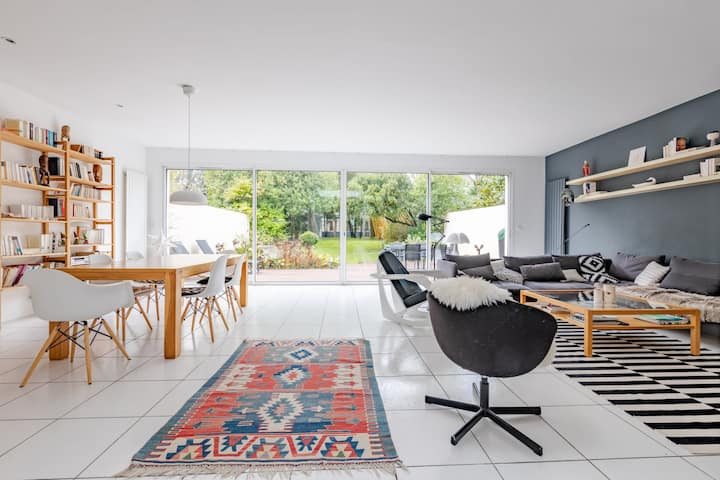LARGE ARCHITECT HOUSE WITH WOODED GARDEN IN NANTES
