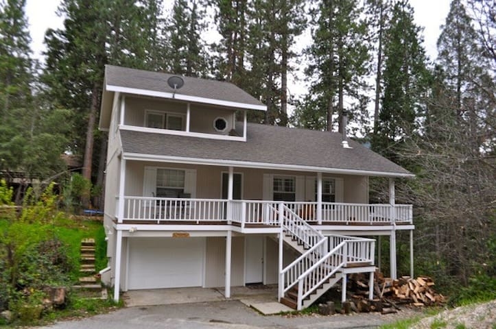 Beautiful Clean Family Cabin, minutes to Bass Lake