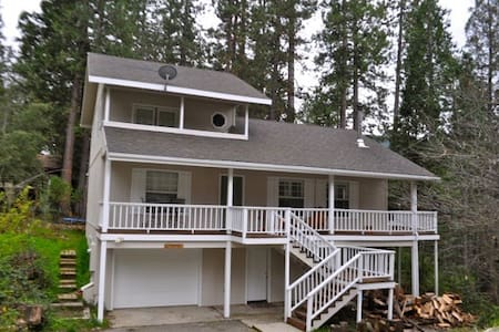 3Br, 2Ba, Sleeps 10 walk to Lake - Bass Lake