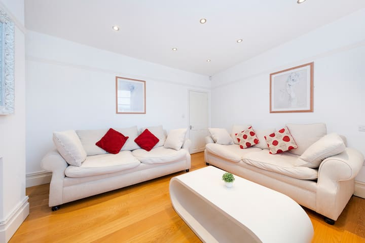 Clifton Central Bristol 2 bed Apt- Simply Check In