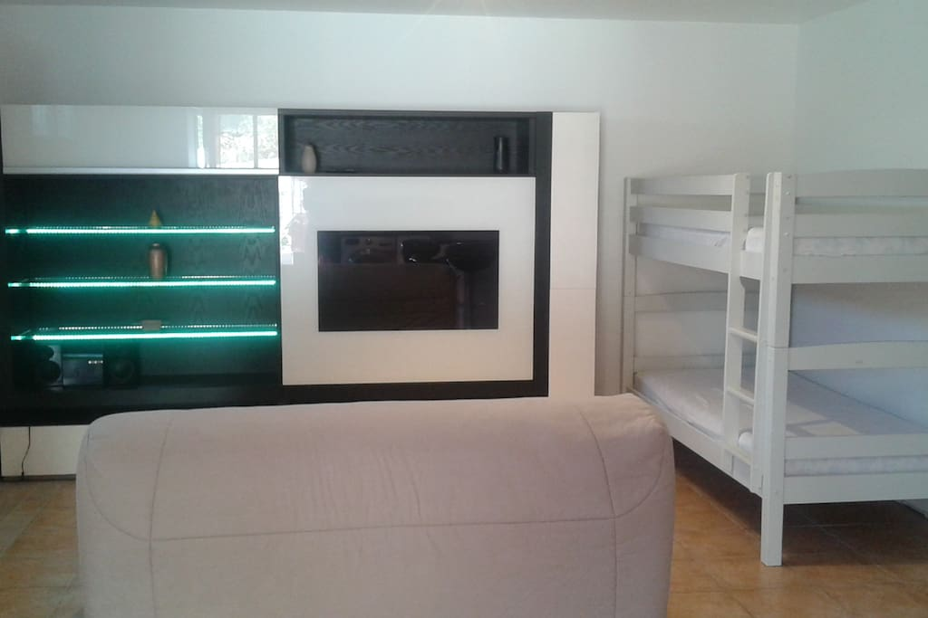 studio meubl villeneuve loubet pour 4 personnes apartments for rent in villeneuve loubet. Black Bedroom Furniture Sets. Home Design Ideas
