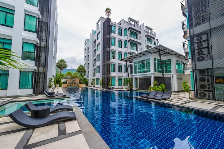 Large condo, 4 bedrooms, shared pools and sauna