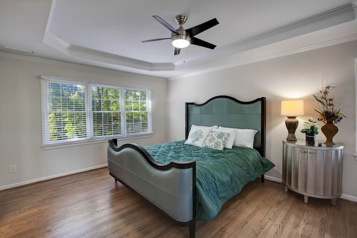 The grand master bedroom is fit for a king with its luxurious king bed and master ensuite.