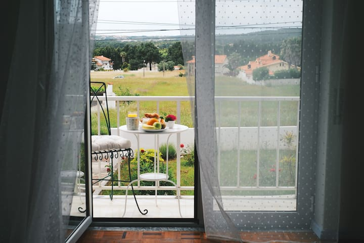 Countryside view en-suite room with balcony - Nadadouro - Dům