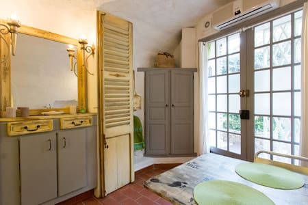 Lovely studio in the old town of Antibes Picholine
