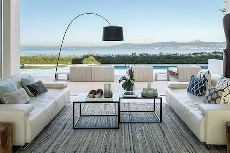 Villa moderna de lujo frente al mar - Llucmajor