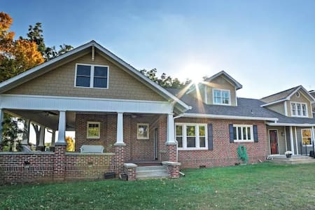 4BR Cleveland House w/ Large Porch - Cleveland