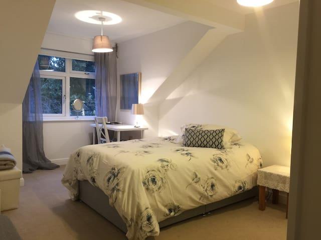 Single bedroom with en-suite