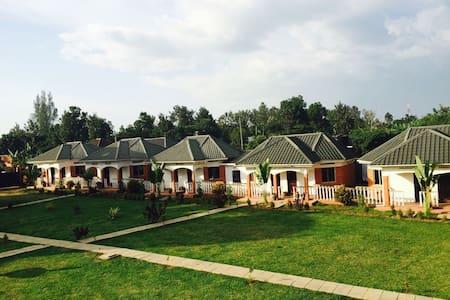 Marple Cottages - Mbale - 公寓