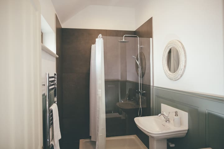 The large and contemporary bathroom