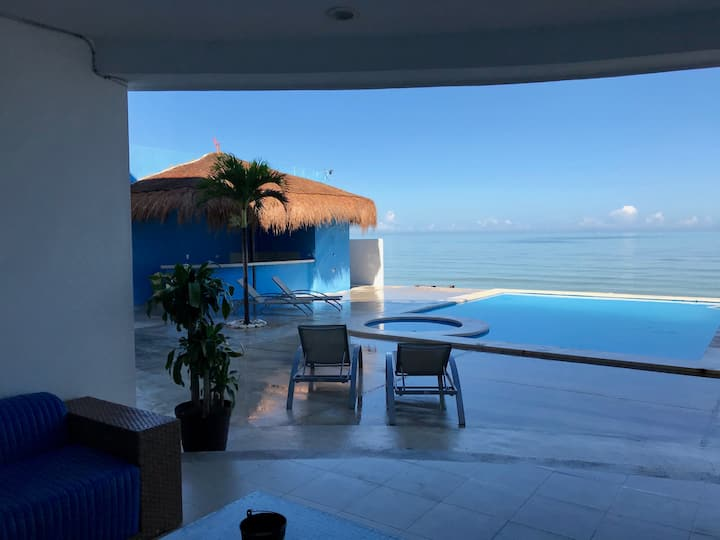 Mystic Lounge - on the beach with swimming pool