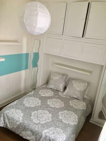 Deuxième chambre avec rangement