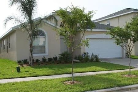 Room with private suite near Disney World - Kissimmee