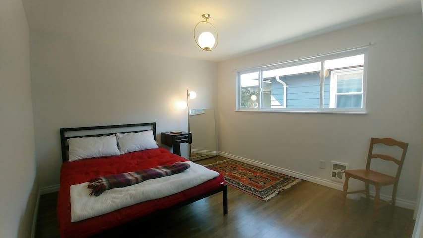 Private room in central, clean, quiet home w deck