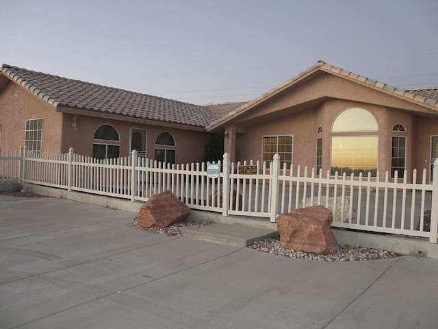 Home to Death Valley and Front Sight - Pahrump - Casa