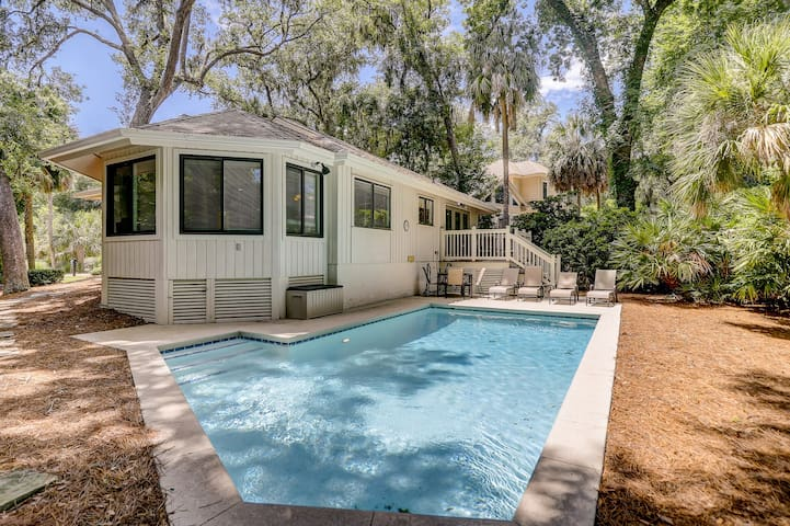 Dog-friendly, cozy home with a private pool for a relaxing stay