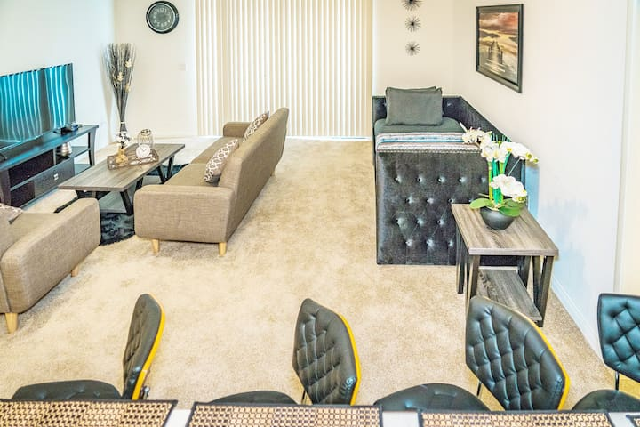 SD Getaway⭐2BR Amazing Suites⭐Pool ⭐Free Parking