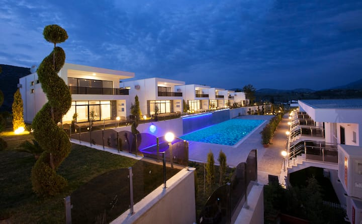 Luxurious and Classy Villas in Kusadasi