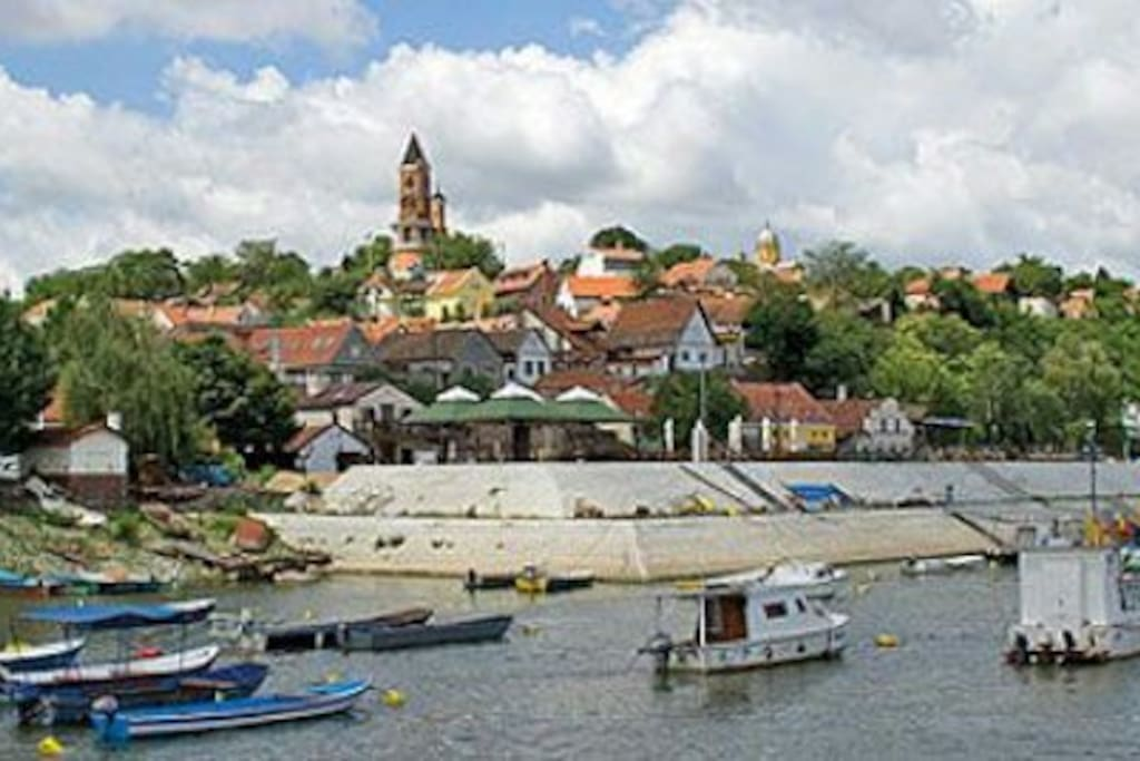 10 min walk from the appt -Old town Zemun and river Danube with Gardos tower. One of the must see places in Belgrade