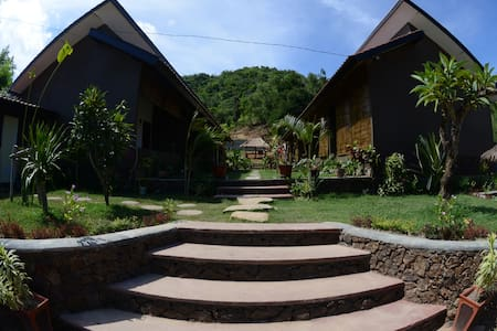 RELAXING HOME STAY (2 bed, A/C, Hot shower room) - kuta - Bed & Breakfast