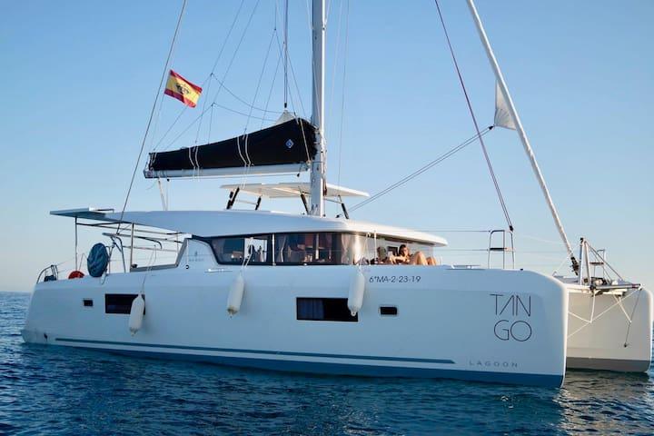 San Blas Catamaran, Barco Novo