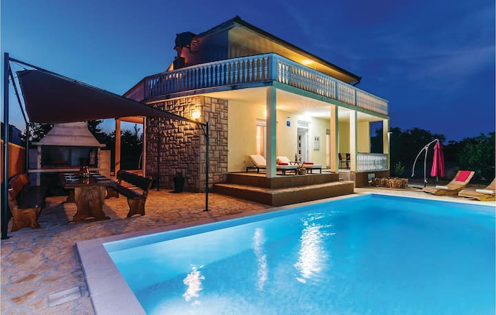 Amazing home in Polaca with WiFi and 4 Bedrooms