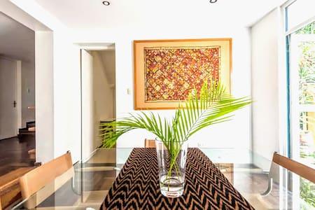 Barranco: House on the Promenade (Room 2)