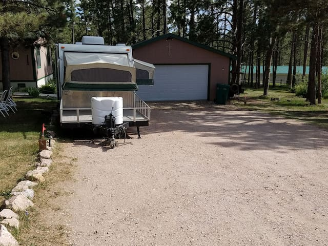 Close to Mt. Rushmore. Clean & comfortable trailer