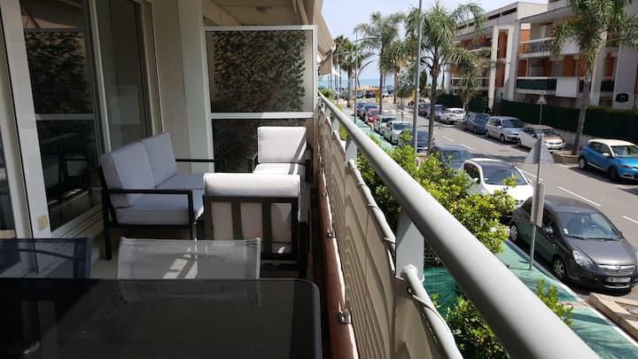 Appartement 2P et parking privé à 50m des plages.