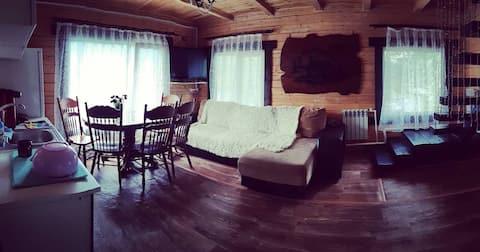 Уютный коттедж на берегу озера.