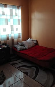 Private room with basic services included - San José - House