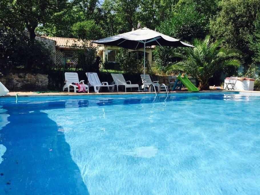 petite villa avec piscine maisons louer flassans sur issole provence alpes c te d 39 azur. Black Bedroom Furniture Sets. Home Design Ideas