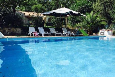 Petite villa avec Piscine - Flassans-sur-Issole