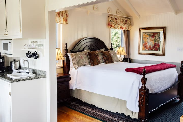 AAA Four Diamond Inn - Rosemary Cottage Suite