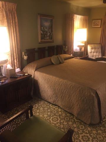 Lancaster Luxury, Columbus Close #3 King Suite