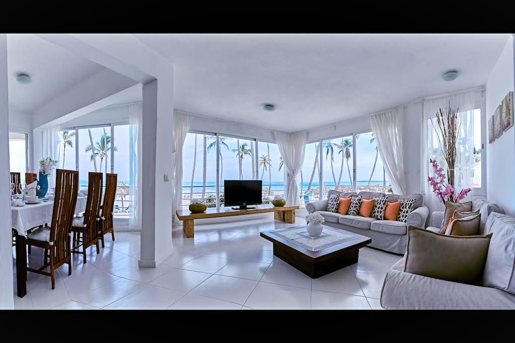 Welcome to our luxury apartment with unbeatable location and breathtaking ocean views!