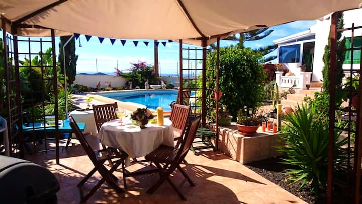 Villa with 3 bedrooms in Oroteanda Baja, with wonderful sea view, private pool, enclosed garden