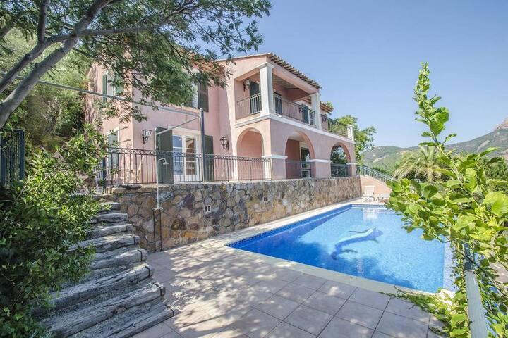 Villa de lujo en Saint-Raphaël con piscina