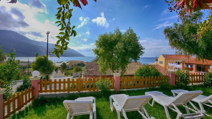 Eleana Ferienwohnung 6 EG - mit Meerblick und direkte Strandlage in Agios Georgios Pagi