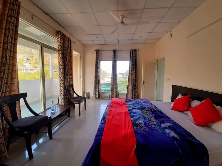Dharamshala-Couple Friendly-Dal Lake-Cook-Kitchen