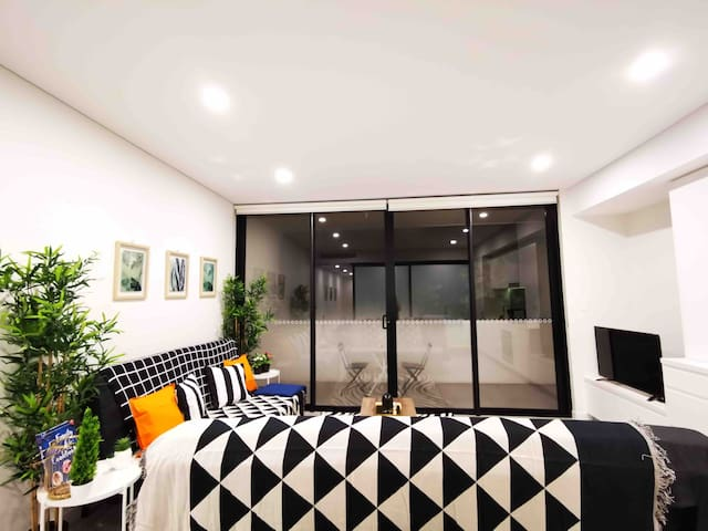 Brand new apartment near boardway shopping centre