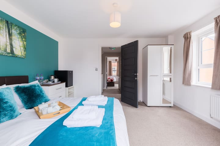 NEC⭐Ricoh⭐Coventry centre⭐2xDbl Rms-2 bed-sleeps 4