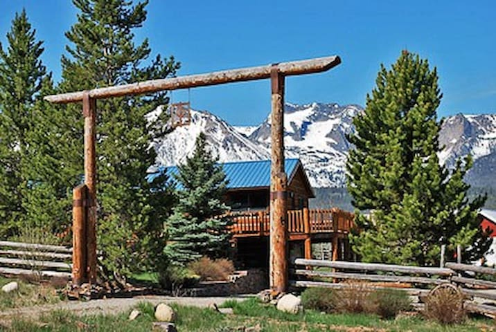 Sawtooth Retreat Home- Stunning Mountain Views