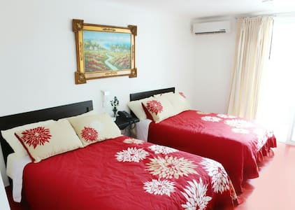 Htl.Room with balcony and breakfast - Isla Mujeres - House