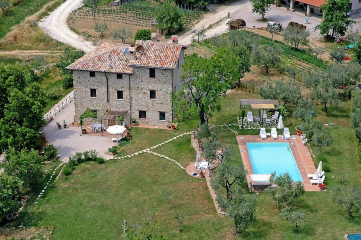 Apartment in 17th century Umbrian farmhouse