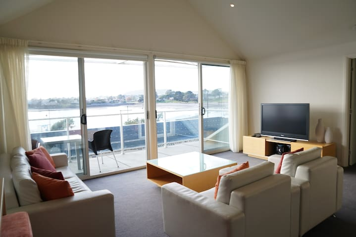 2-Bedroom Apartment with Tamar River views