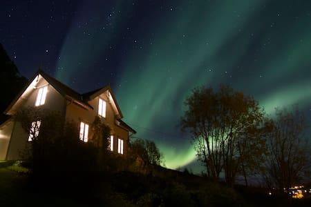 Kjosen Lodge, Lyngen.