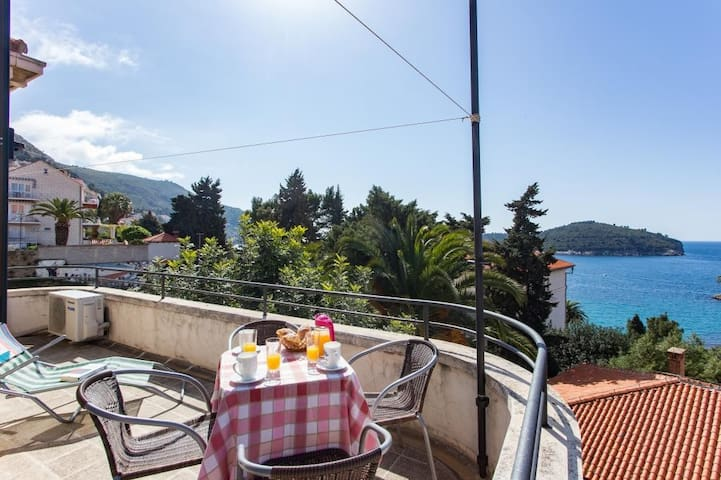 Holiday Home Patricija-Duplex Three Bedroom Apartment with Balcony and Sea View (A6+1)