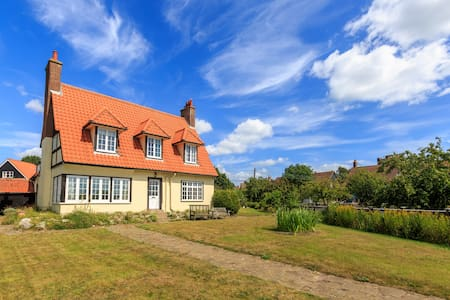 The Ness - home overlooking Thorpeness Meare - Thorpeness