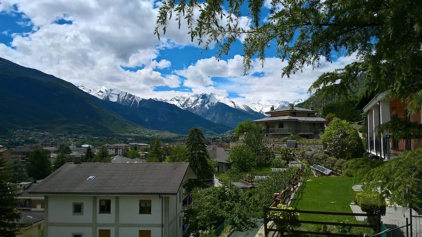 Collina panoramica di Aosta